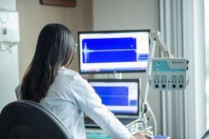 medical equipment medicine lab hospital 300x200 - บทบาทการควบคุมโรคของแพทยสภา